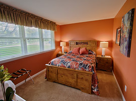 a room in the Maple Lodge - Byrncliff Golf Resort & Banquets