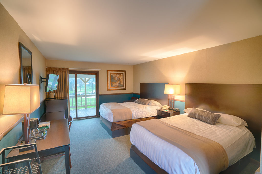 Hotel Rooms Traditional at Byrncliff Golf Resort and Banquets